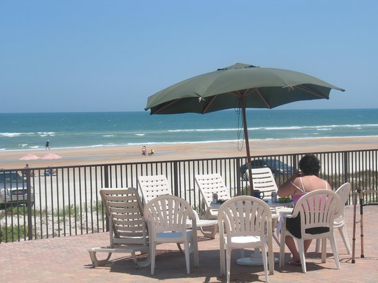 Quality Inn & Suites On The Beach : Love the patio