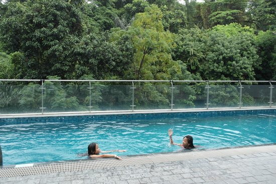 Bay Hotel Singapore: Clear Swimming Pool