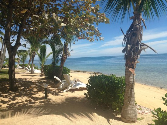 Malolo Island Resort: Beach from our bure