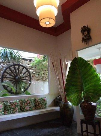 Villa Medamrei : Inside foyer.