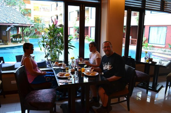 Patong Paragon Resort & Spa : Enjoying our buffet breakfast