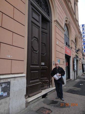 Piemonte Hotel: Puerta del hotel