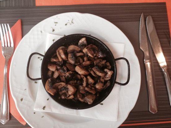 The Port of Call: Huge portion of Garlic Mushrooms for starters