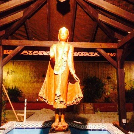 Si Siam Thai Restaurant: Standing Budha in the garden