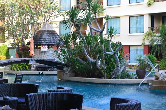 Patong Paragon Resort & Spa: Pool Side