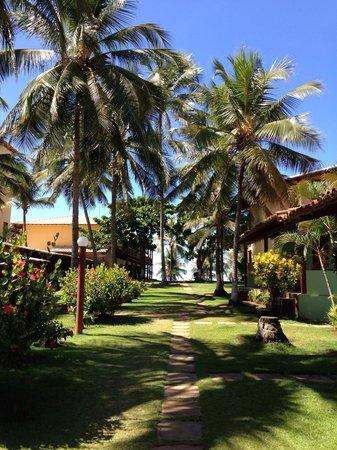 Pousada Praia das Ondas : Caminho para piscina e restaurante.