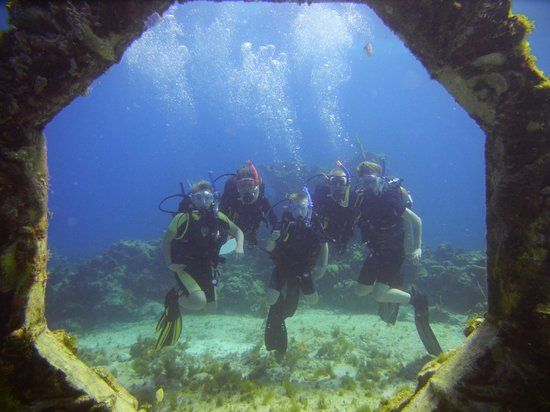 Scuba Diving Cancun: Family in the underwater museum