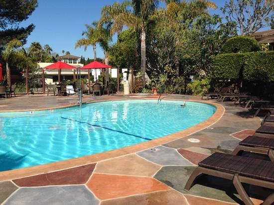Ramada Santa Barbara: pato na piscina
