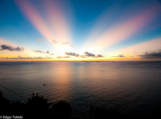 Sol Victoria Marina : Sunset in Corredor da Vitoria, Salvador, Brazil