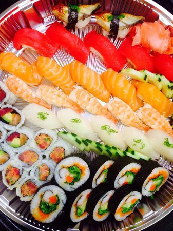 "Shin La: ""Sushi Special"": 3 Rolls and 22 pieces of sushi selected by the chef"