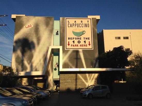 BEST WESTERN PLUS Hollywood Hills Hotel : Fachada do hotel