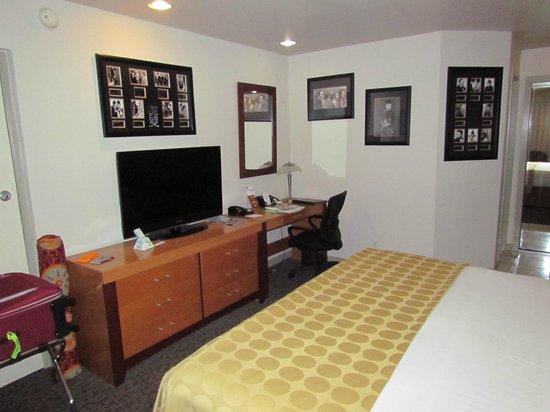 Best Western Plus Hollywood Hills Hotel : Apartamento