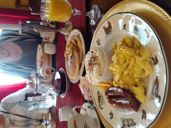 The Reynolds Mansion : Breakfast