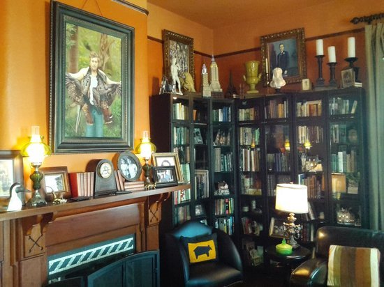 The Reynolds Mansion : Library