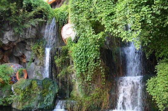 Phuket FantaSea : Waterfall Outside