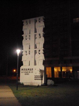 Continental Hotel: Monumento