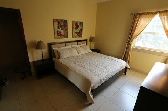 The Landings at Tres Cocos : Master bedroom