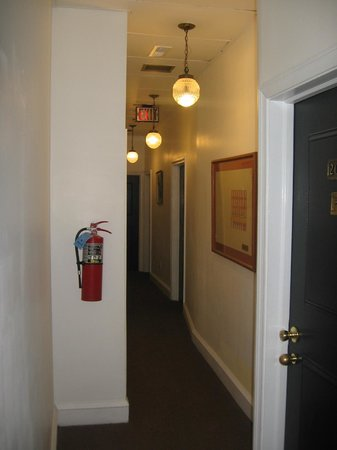 Society Hill Hotel: 2nd floor hallway