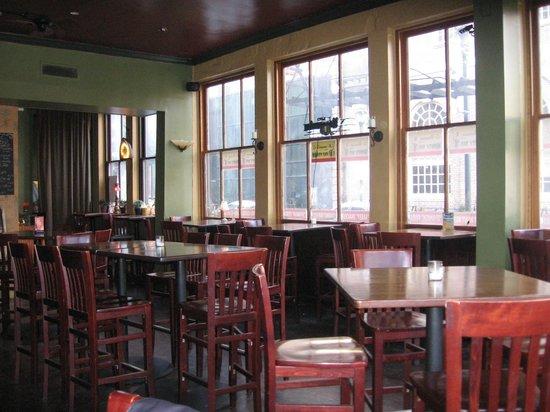 Society Hill Hotel: Monkey Bar below the hotel