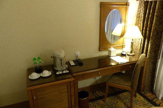 Hotel Sintra : Coffee and tea facility in room