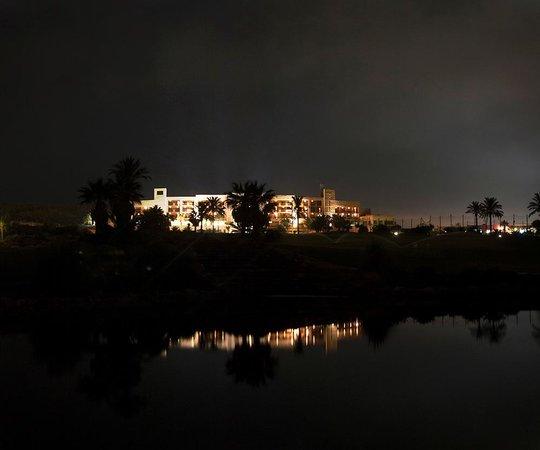 Valle del Este Golf Resort: trasera del hotel