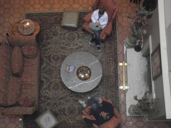 Spindrift Inn : vista desde arriba del lobby