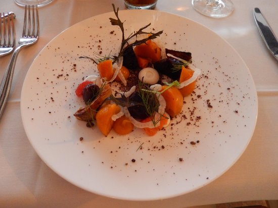 NINE-TEN Restaurant & Bar: Beet Salad