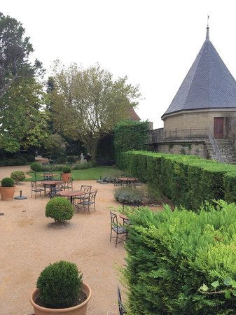 Hotel de la Cite Carcassonne - MGallery Collection : Outside grounds of the hotel