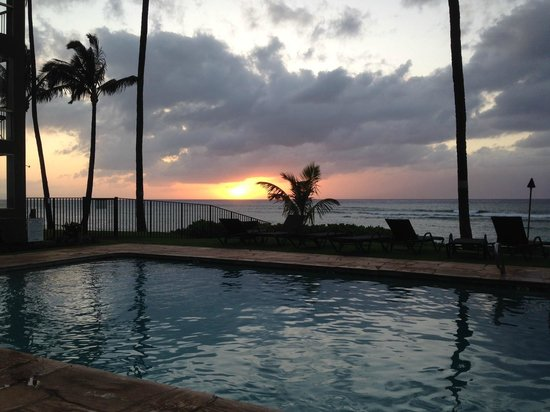 Noelani Condominium Resort: Sunset from the pool