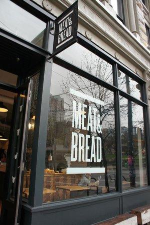Meat & Bread : outside