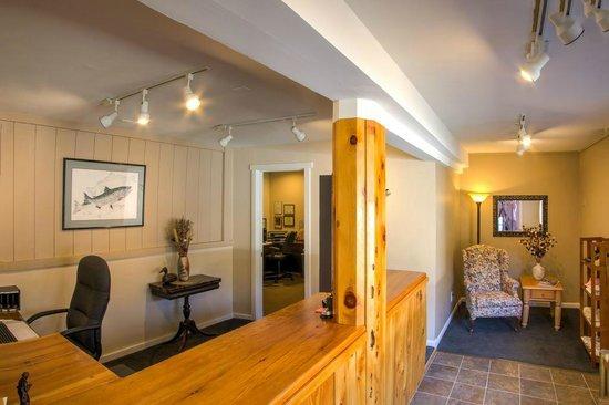 Indian Creek Lodge: Office