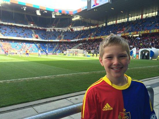 Stadion St Jakobpark: Pitch side seats at St Jakobs Park- feet on the grass, literally!