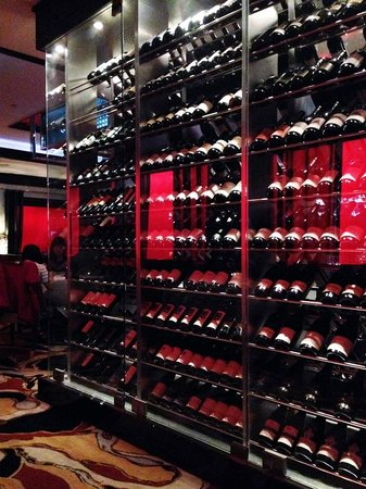 Vic & Anthony's Steakhouse: Wine Display