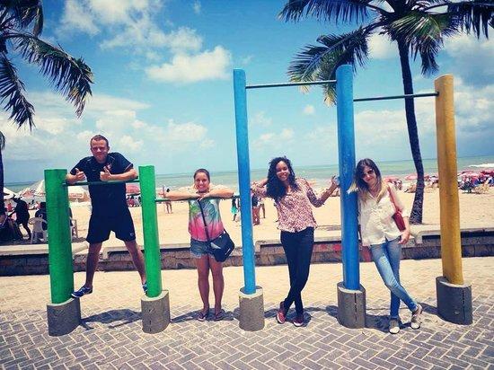 Piratas da Praia Hostel CoWorking : Praia de boa viagem com amigos do hostel.