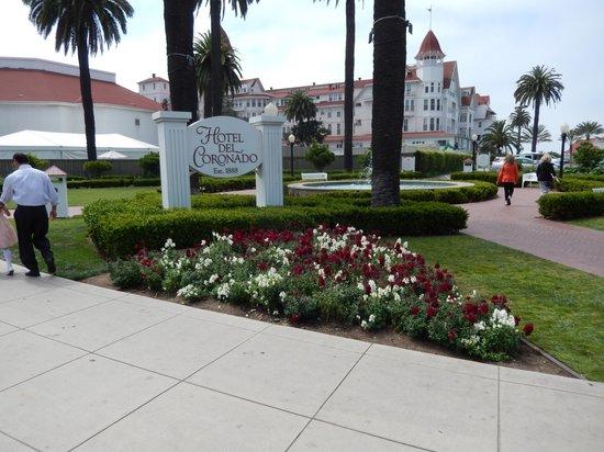 Coronado Island : Hotel entrance