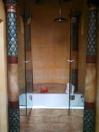 El Monte Sagrado: Awesome shower