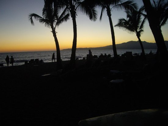 ClubHotel Riu Jalisco : Sunset on beach