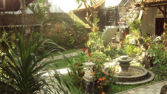 Puri Sading Hotel : Hotel grounds