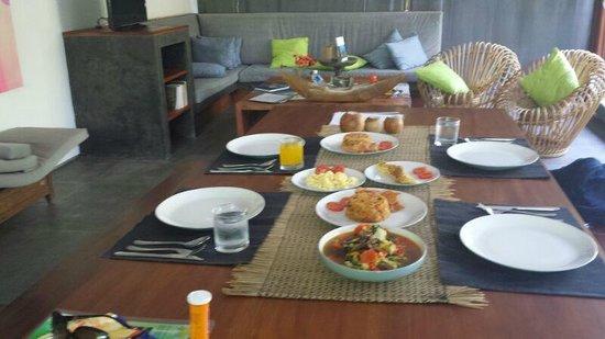 Pulau Boutique Villas: Breakfast served when we woke up :-)