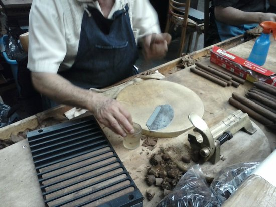 Bronx Historical Tours: The making of Cigars