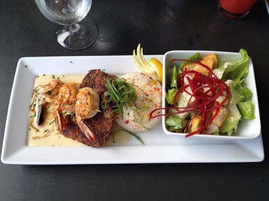 Seascape Ma'alaea Restaurant: Ahi tuna and garlic shrimp