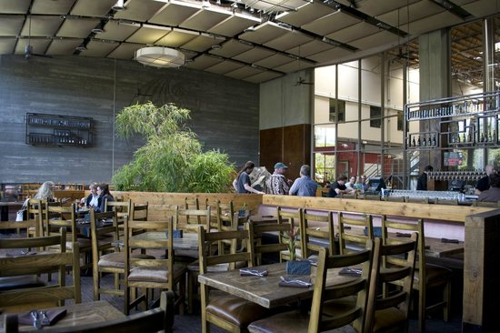 Stone Brewing World Bistro & Gardens: Tasting Bar and Inside Dining Area