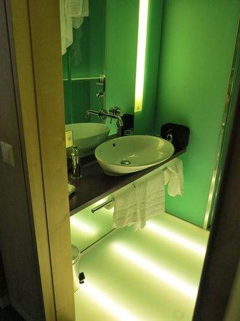 RAMADA PLAZA Basel Hotel & Conference Center : ванная