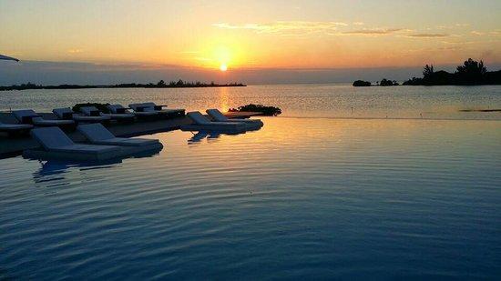 Mayan Islands Resort: Sun Set