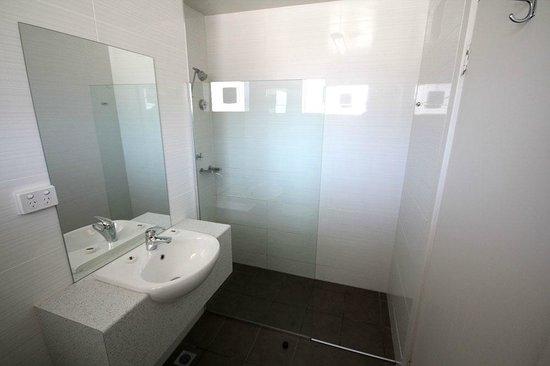 Mornington Inn Bathroom