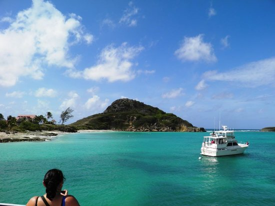 Isla de Caja de Muertos: island view