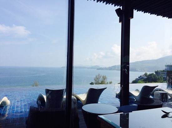 Hyatt Regency Phuket Resort: infinity pool in club house