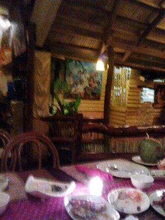 Kalui Restaurant: passageway
