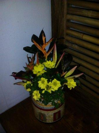 Kalui Restaurant: flower arrangement inside the ladies cr