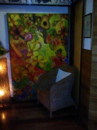 Kalui Restaurant: painting inside the cr